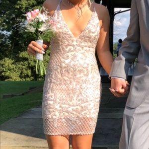 Dresses & Skirts - i light pink homecoming dress